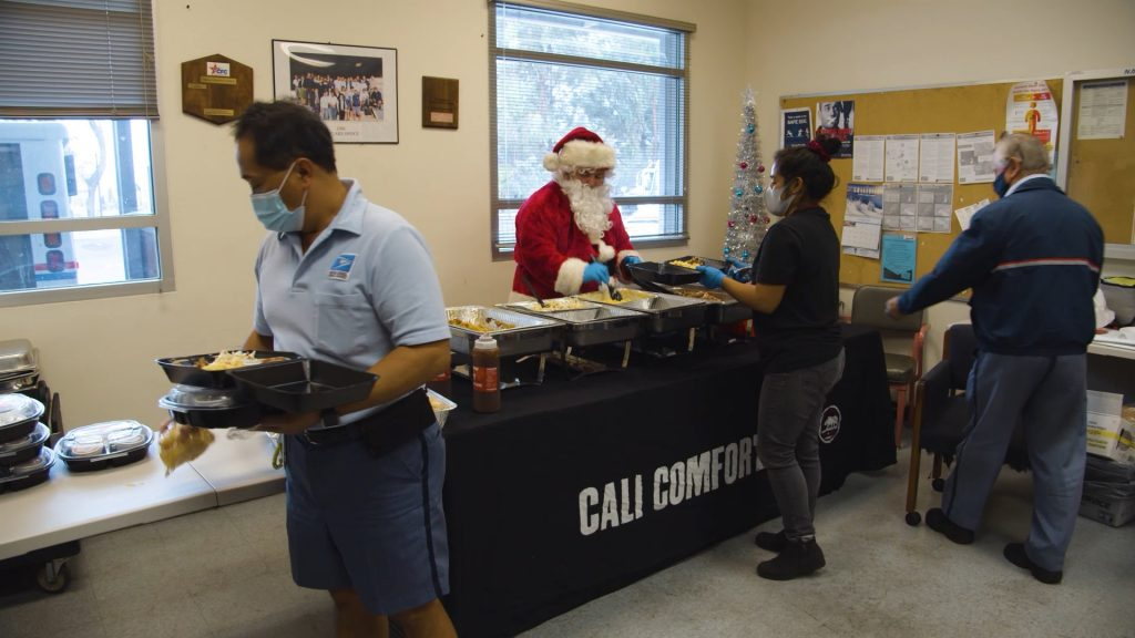 Bbq santa post office christmas 2020 feeding postal workers 3